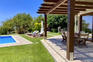 facilities lefkada villa almond sunbeds